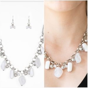 GRAND CAYON GROTTO WHITE NECKLACE/EARRING SET